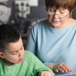 Programas intergeneracionales en centros de mayores