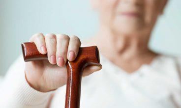 El uso del bastón en personas mayores