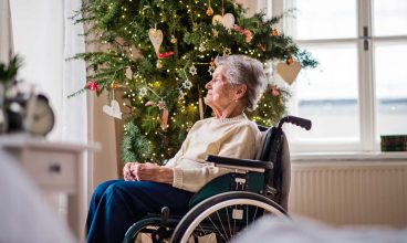 Cómo evitar la soledad de las personas mayores institucionalizadas en Navidad