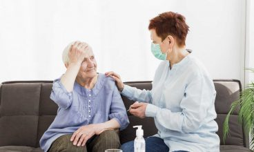 Covid-19: Cómo medir la temperatura a una persona mayor