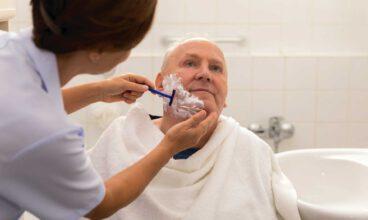Cuidados básicos en personas dependientes: Afeitado facial