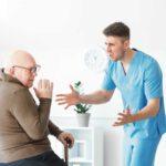 Por qué las personas con demencia son más vulnerables ante las situaciones de maltrato
